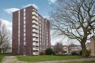 2 Bedrooms Flat for sale in Maybourne Grange, Turnpike Link, Croydon