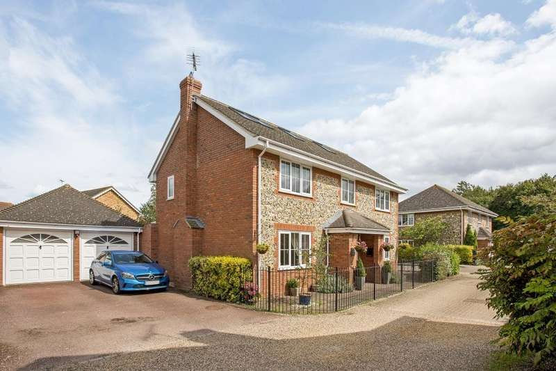 5 Bedrooms Detached House for sale in Tufted Close, Great Notley, CM77