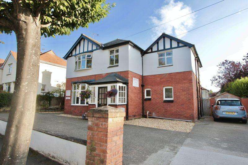 5 Bedrooms Detached House for sale in Plas Uchaf Avenue, Prestatyn