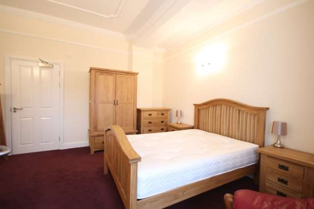 1 Bedroom Studio Flat for rent in Immaculate FULLY FURNISHED large studio Room, Worcester city centre.