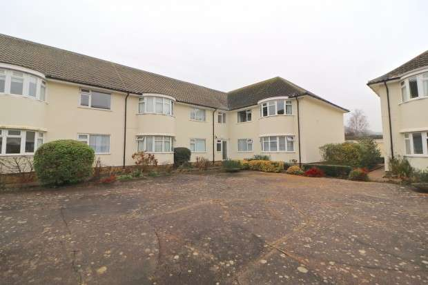 2 Bedrooms Flat for sale in Carmen Court, Eastbourne Road, Eastbourne, BN20