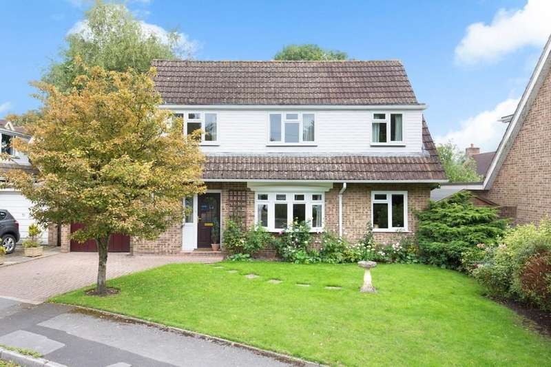 4 Bedrooms Detached House for sale in Robin Close, Warminster