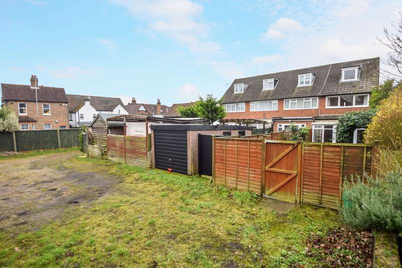 3 Bedrooms End Of Terrace House for sale in Church Street, Burnham, SL1