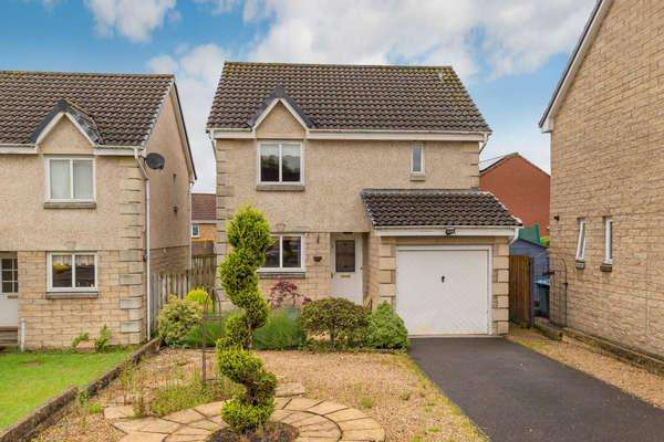 3 Bedrooms Detached House for sale in 8 Cairndow Place, Wishaw, ML2 8EH