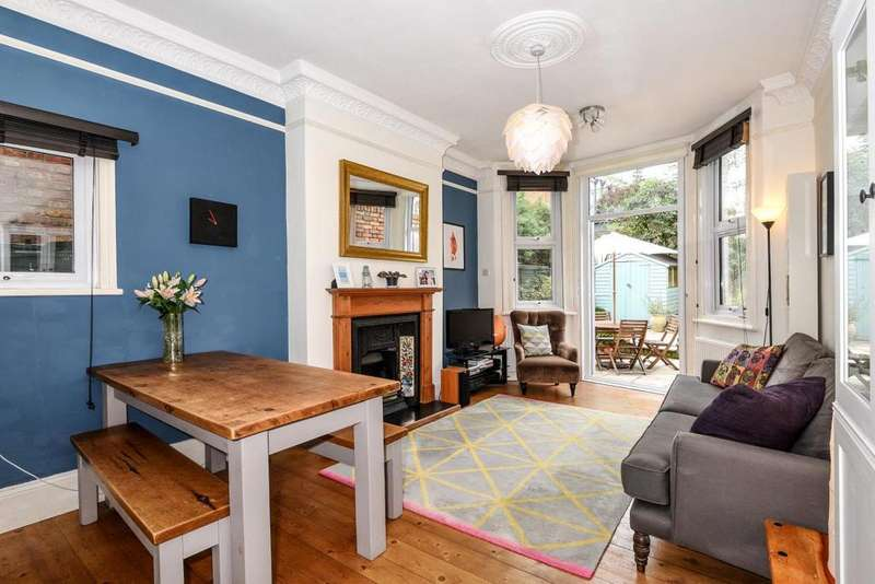 2 Bedrooms Flat for sale in Harvey Road, Crouch End