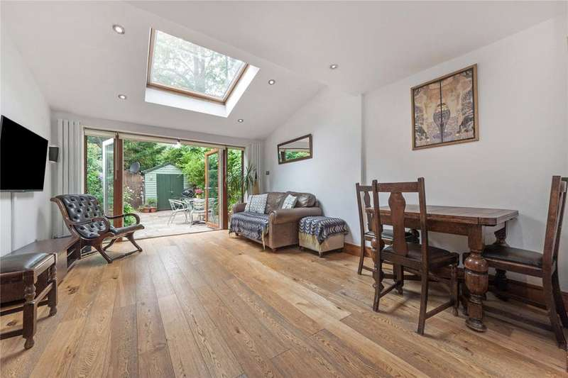 4 Bedrooms Terraced House for sale in Paxton Close, Kew Road, Kew, Surrey