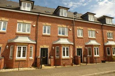 3 Bedrooms Mews House for rent in Campriano Drive, Warwick