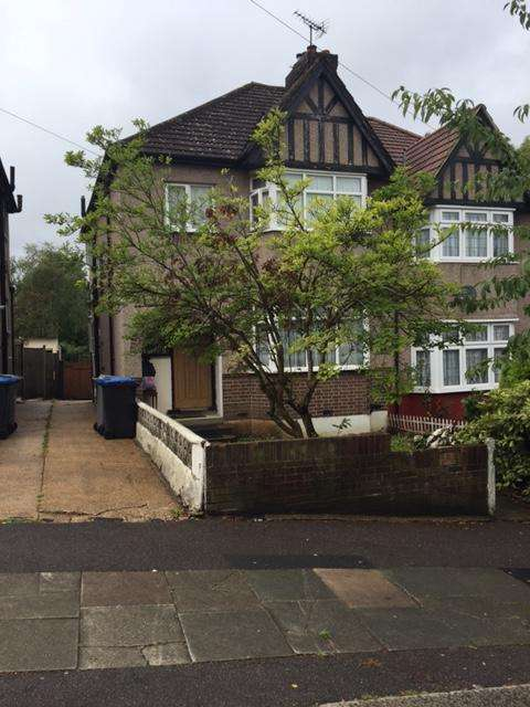 3 Bedrooms Semi Detached House for sale in Hillside, Kingsbury, NW9