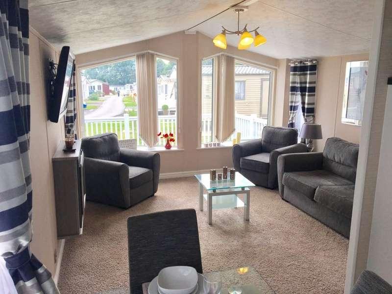 3 Bedrooms Caravan Mobile Home for sale in Solent Breezes Holiday Park, Hook Lane, Warsash
