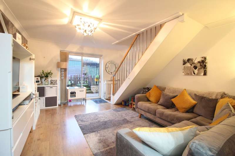 2 Bedrooms Terraced House for sale in Florence Close, Grays