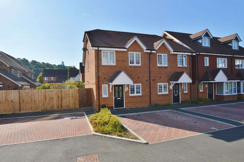 2 Bedrooms Property for sale in Weyview Gardens, Godalming