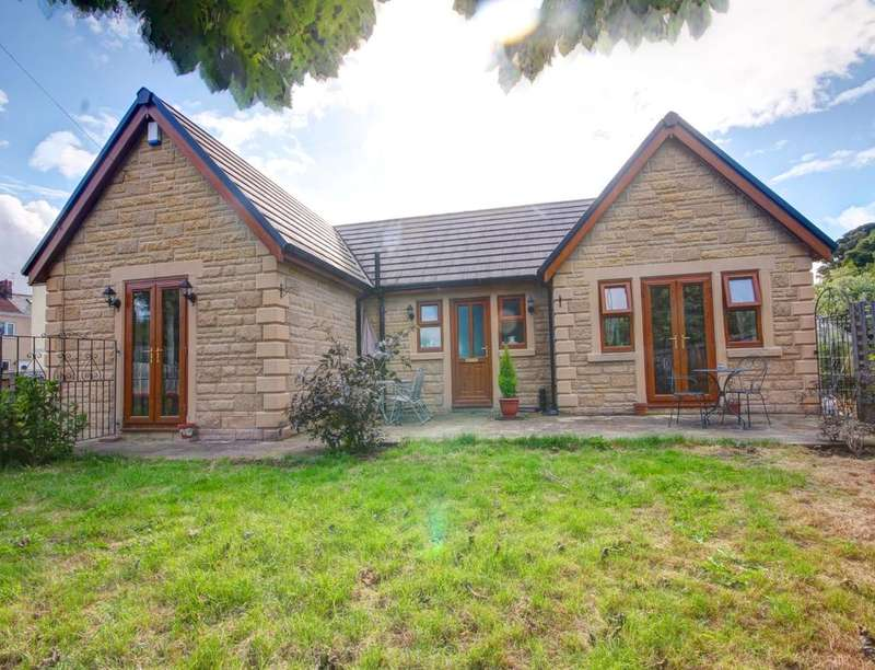 3 Bedrooms Detached Bungalow for sale in Waldridge, Chester Le Street, DH2