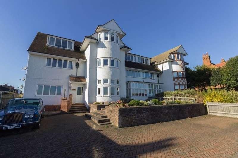 2 Bedrooms Flat for sale in Gunton Cliff, Lowestoft, NR32