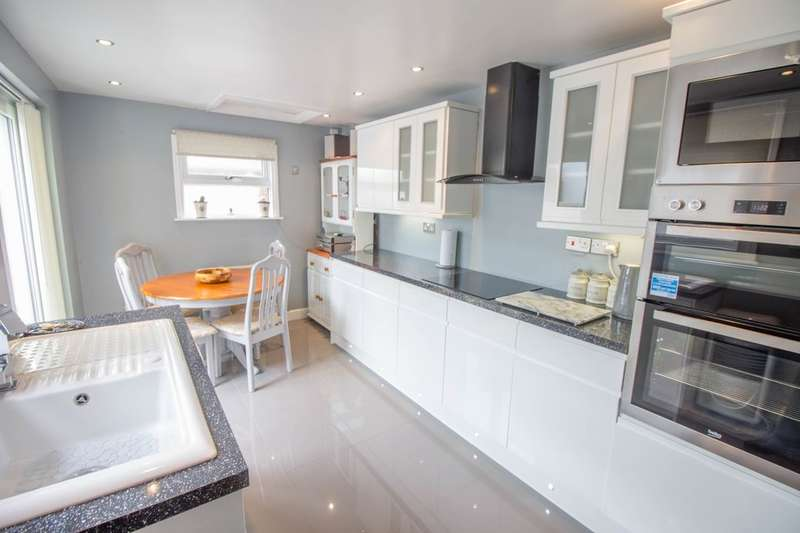 3 Bedrooms Property for sale in Worthing Road, Lowestoft, NR32