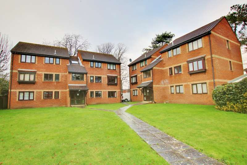 2 Bedrooms Ground Flat for sale in NO FORWARD CHAIN! GROUND FLOOR! A MUST SEE!