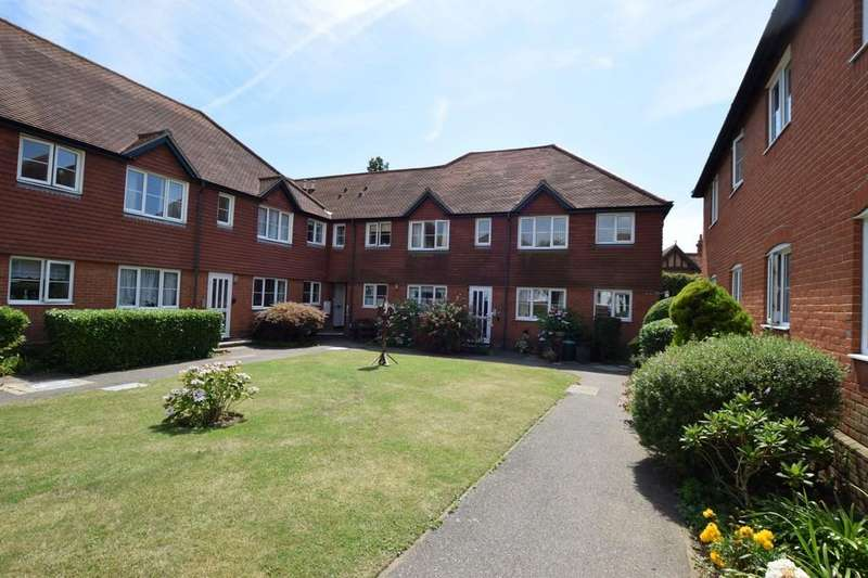 1 Bedroom Flat for sale in High Street, West Mersea, CO5 8SD
