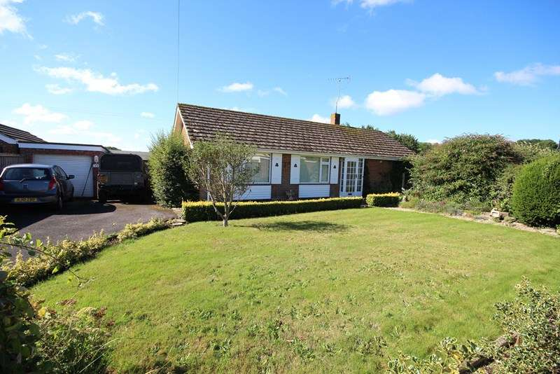 3 Bedrooms Detached Bungalow for rent in Cuffnells Close, Ringwood