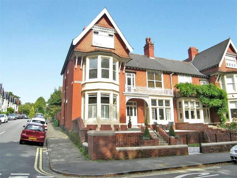 2 Bedrooms Flat for sale in Ty Draw Road, Penylan, Cardiff