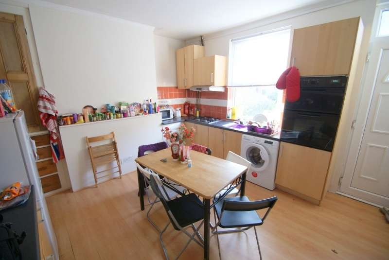 6 Bedrooms Terraced House for rent in Ash Road, Headingley, Leeds