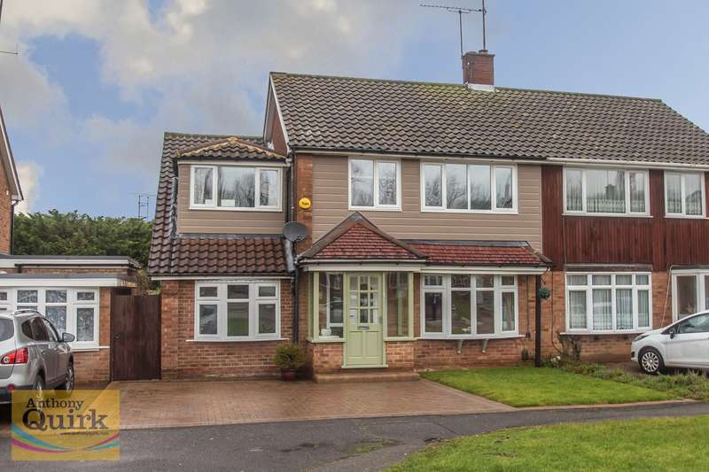 4 Bedrooms Semi Detached House for sale in Swallow Dale, Basildon, SS16