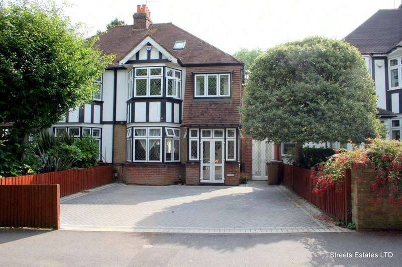 4 Bedrooms Semi Detached House for sale in Park Crescent, Chatham ME4