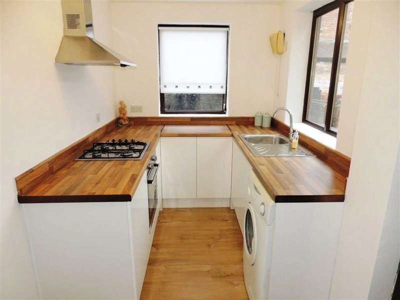 2 Bedrooms Terraced House for sale in Hawthorn Street, Gorton, Manchester