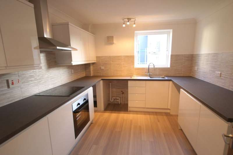 3 Bedrooms Flat for sale in St. Martins Close, Norwich, NR3