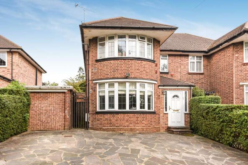 4 Bedrooms Semi Detached House for sale in Barnet Way, Mill Hill
