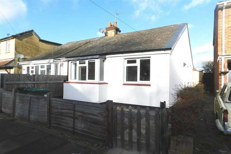 2 Bedrooms Semi Detached Bungalow for rent in Talbot Road, Ashford, TW15