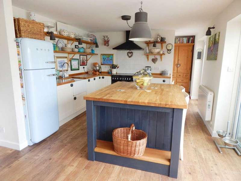 3 Bedrooms Semi Detached Bungalow for sale in Gribb View, Thorncombe, Dorset