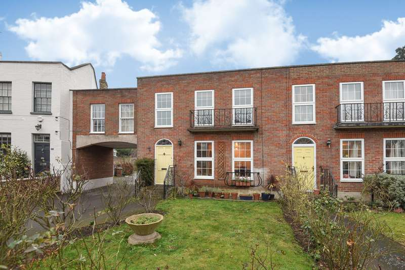 3 Bedrooms Semi Detached House for sale in Cambria Court, Church Street, Staines-Upon-Thames, TW18
