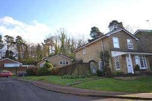 3 Bedrooms Detached House for sale in Grampian Close, Tunbridge Wells, Kent, .