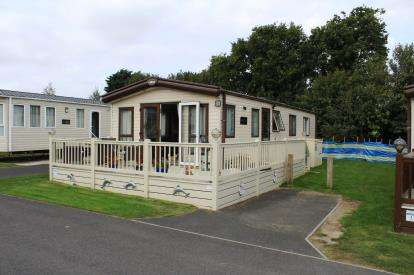 2 Bedrooms Mobile Home for sale in Butt Lane, Burgh Castle, Great Yarmouth