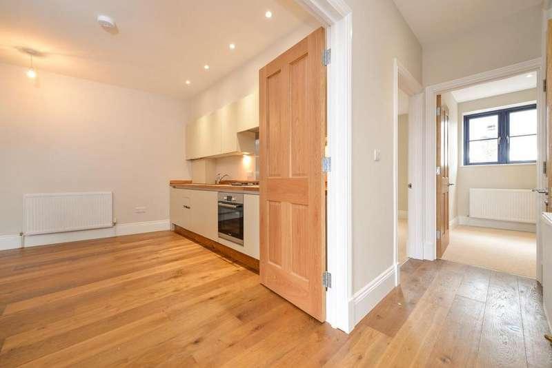 2 Bedrooms Flat for sale in Batemans Yard, Tooting High Street, Tooting