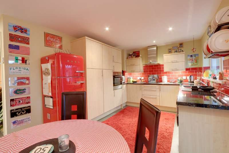 3 Bedrooms Terraced House for sale in Coach Road, Newton Abbot