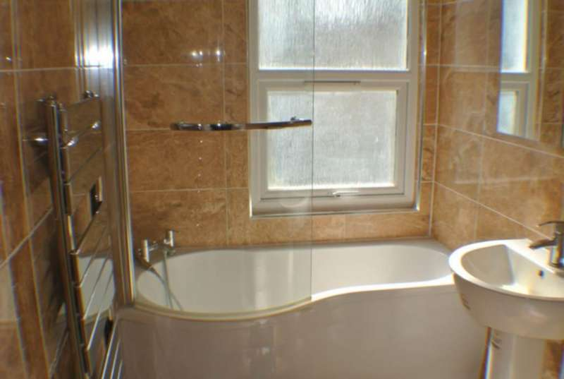 3 Bedrooms Semi Detached House for rent in Cross lances