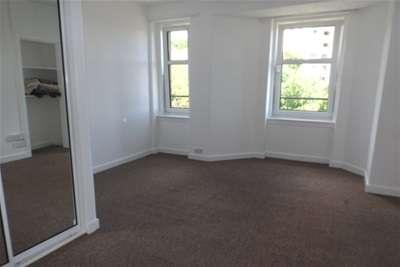 3 Bedrooms Flat for rent in Polepark Road, West End