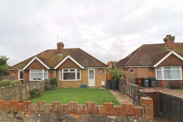 2 Bedrooms Bungalow for rent in Station Road, Polegate, BN26