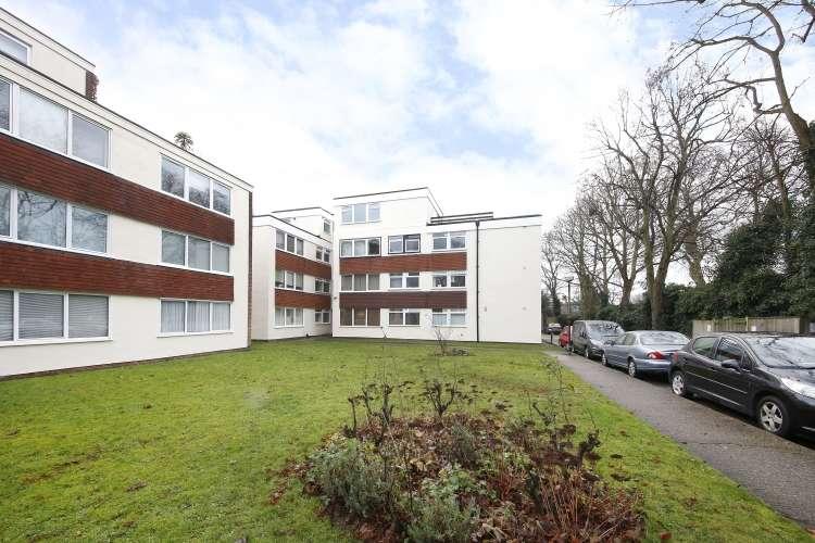 1 Bedroom Flat for sale in Liskeard Gardens London SE3