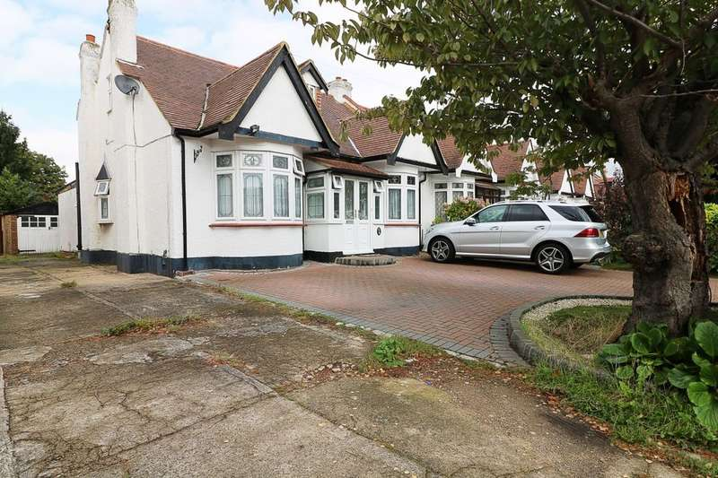 5 Bedrooms Bungalow for sale in Levett Gardens, Ilford, IG3