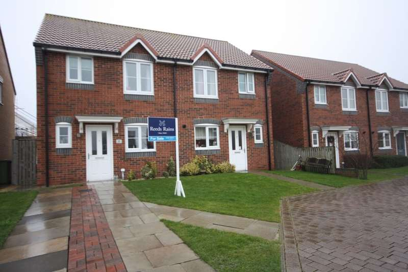 3 Bedrooms Semi Detached House for sale in Stratton Close, Brotton, Saltburn-By-The-Sea, TS12