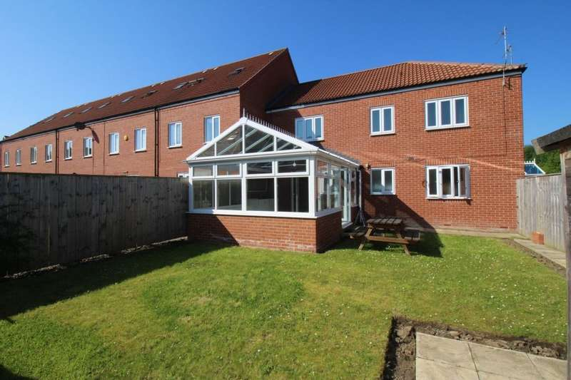2 Bedrooms Flat for sale in Lycaon Gardens, Hebburn, NE31