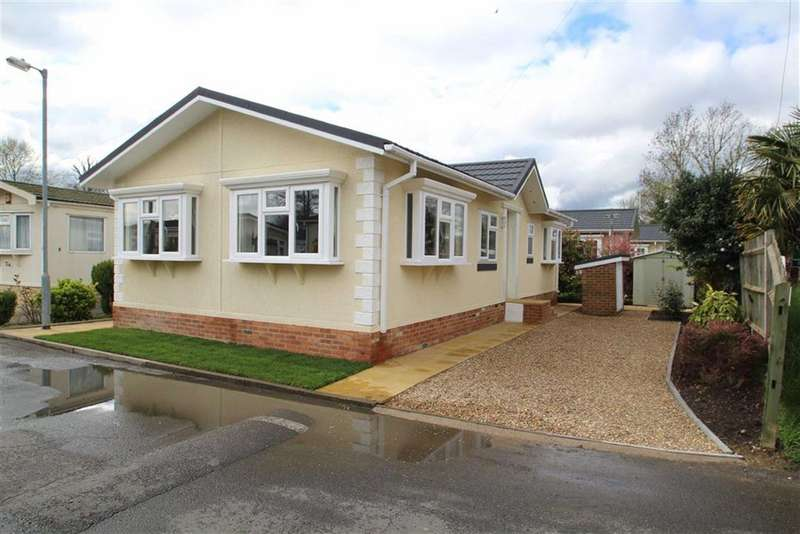2 Bedrooms Park Home Mobile Home for sale in Mayfield Park, West Drayton, Middx
