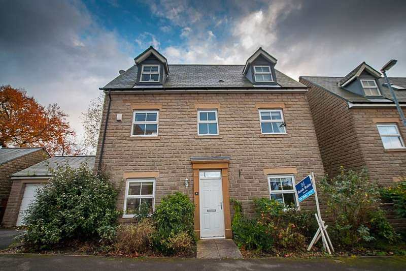 4 Bedrooms Detached House for sale in Clough Gardens, Haslingden, Rossendale, BB4