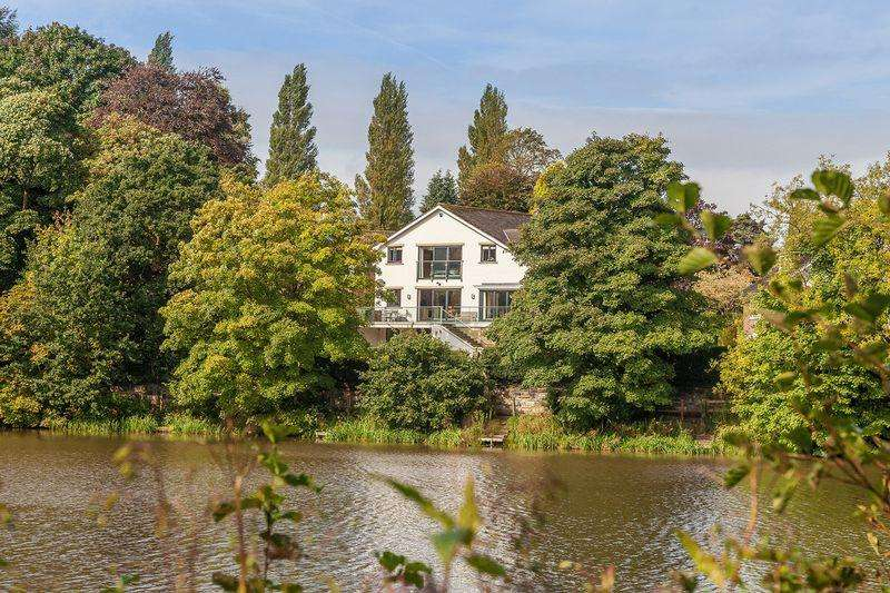 5 Bedrooms Detached House for sale in Superb lakeside contemporary house