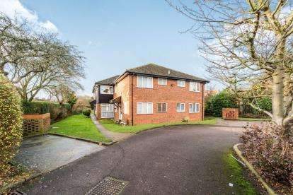 2 Bedrooms Flat for sale in Linley Crescent, Collier Row, Havering