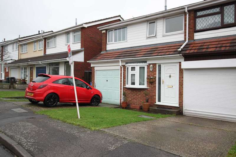 3 Bedrooms Terraced House for sale in High Meadows, Chigwell