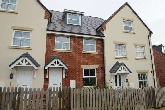 3 Bedrooms Terraced House for rent in Hyde Park Walk, Andover