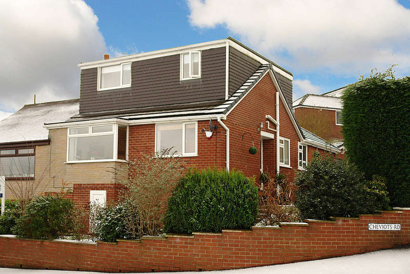 4 Bedrooms Semi Detached House for sale in Hawkshead Road, Shaw