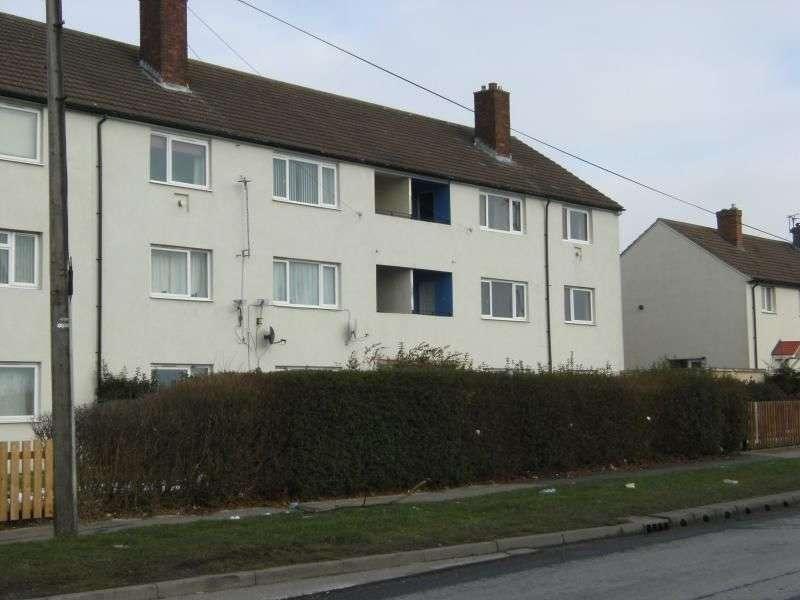 2 Bedrooms Flat for rent in Swardale Road, Leeds, LS14